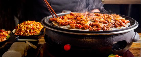 【天心区|南湖路】湘派烤肉,香辣好滋味!仅59.9抢价值168「哇喔烤肉」2-3人餐=五花肉+牛肉+培根+火腿肠+生菜等菜