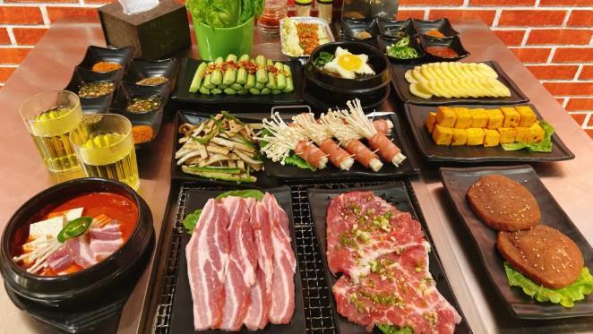 【长江路店】食肉控的集聚地!仅¥89.9抢价值262「巾帼·路边烤牛肉」3-4人餐=秘制和牛+猪五花+精切小牛排+培根金针菇等菜