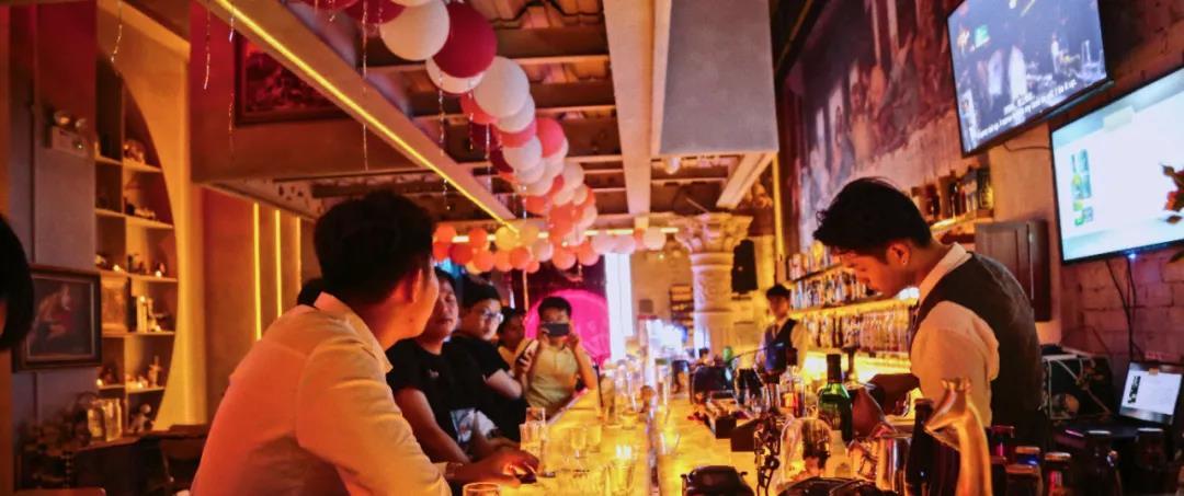 星光壹悦广场丨品梦幻鸡尾酒!回归静谧!仅66元抢价值192元「江南358PUB酒吧」2人浪漫鸡尾酒套餐=鸡尾酒5选2+墨鱼饼 等