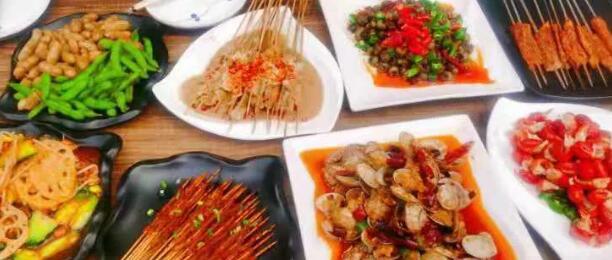 夏日的夜晚,怎么少得了烧烤!¥69抢「虾贝蚝情」主题烧烤3-4人餐=虾尾+烤肉串+花蛤+N!