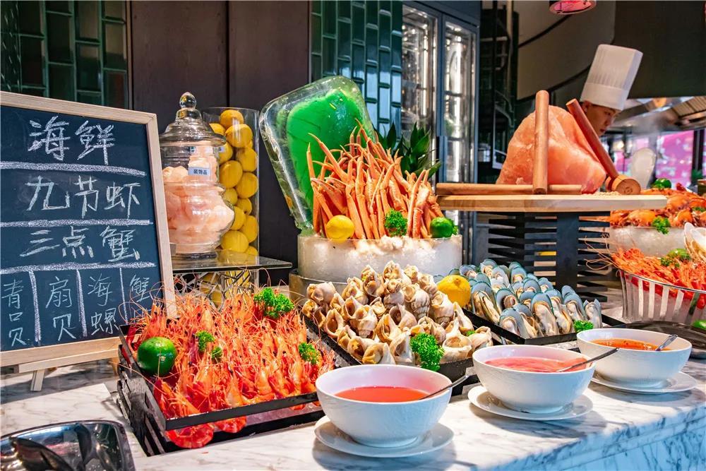 【融创文旅城星级酒店】¥399抢2大1小「广州融创万达文华酒店」海鲜自助晚餐!每位成人派送龙虾一份!刺身海鲜热菜甜品不限量供应!