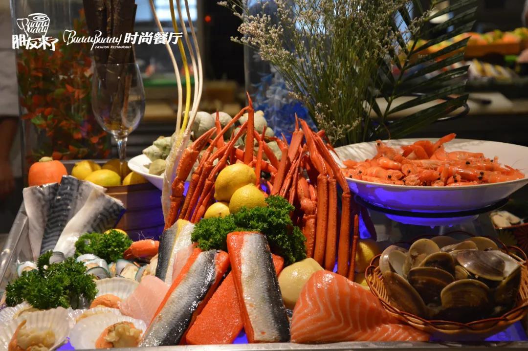 【西大地铁口·朋友来了时尚自助餐厅】近加勒比水世界!各式海鲜美味不限量供应任性吃!周末节假日通用不加收!