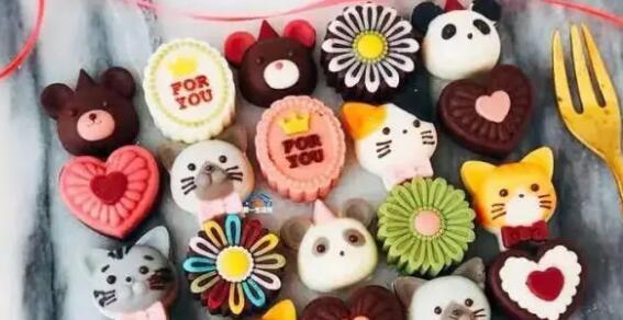 """【国庆通用】享受""""甜蜜""""亲子时光!¥29抢价值78元「宝贝厨房」1大1小4寸平面蛋糕DIY/手工巧克力DIY,使用期到年底"""