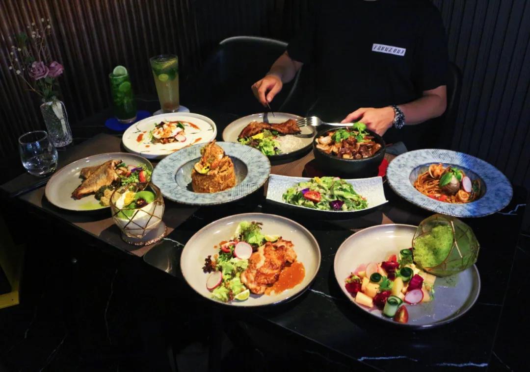 【海珠区 PARK公园里 爍·Twinkle lounge】美食博主探店一致好评,全新概念创意菜!¥99抢价值388浪漫双人餐!