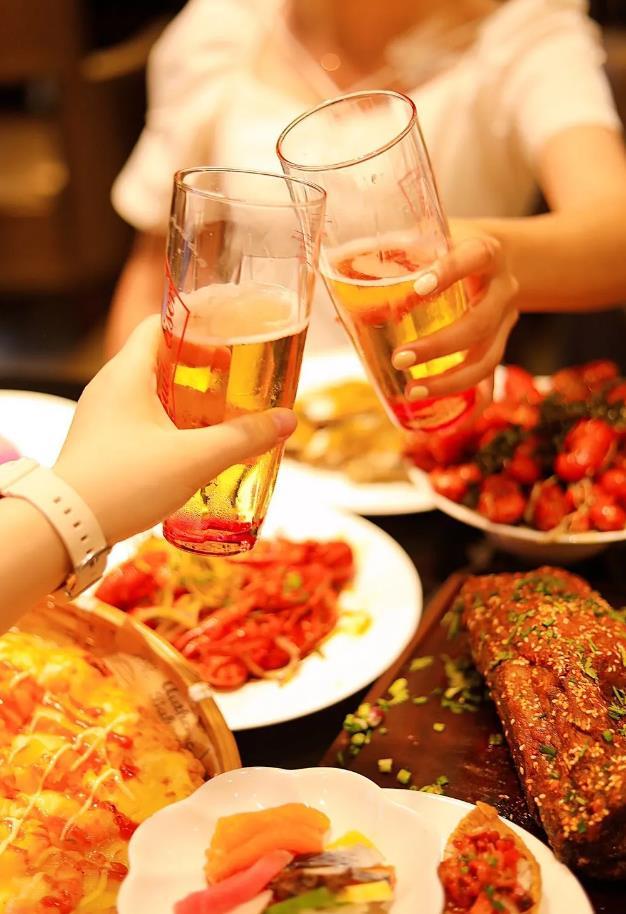 【富力艾美酒店】100+菜品自由选择!4种风味小龙虾不限量畅吃!¥138抢价值238元1大1小亲子自助晚餐!
