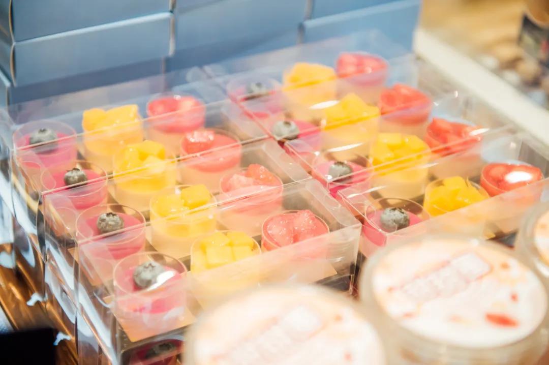 有颜又有料!甜蜜被唤醒!51元抢门市价68元「小嘟来烘焙」蛋糕套餐=5寸奶油蛋糕+打包服务!口感细腻顺滑!奶香浓郁!