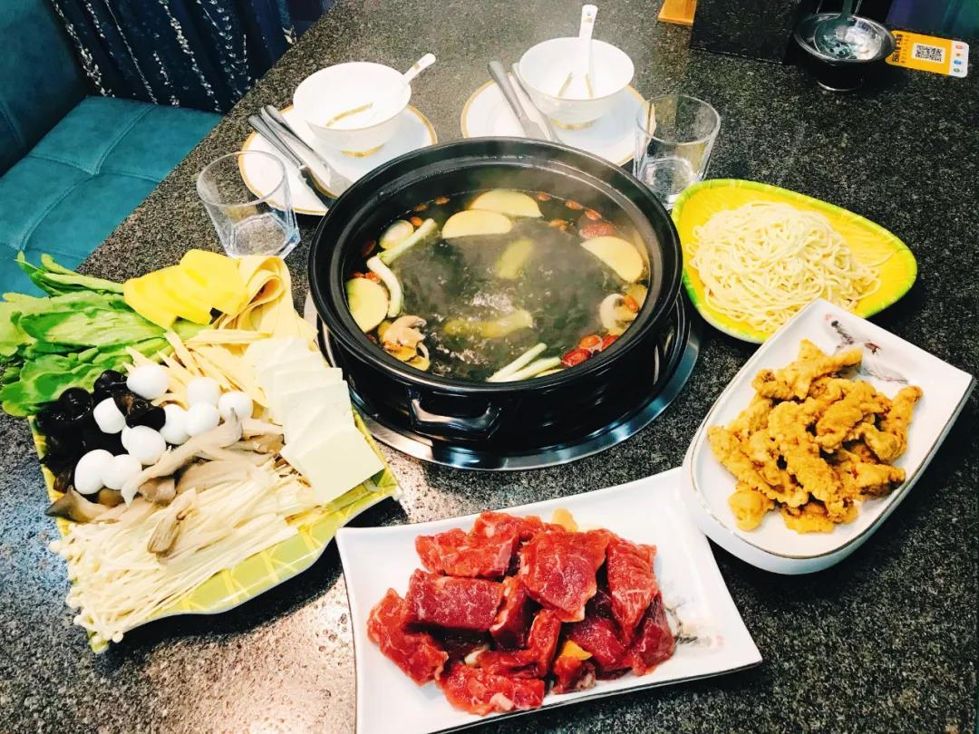 【昌平区|政府街】吃牛肉喝骨汤!冬天zui佳!118元抢价值280元「浩坤霸王牛肉」2人套餐=霸王牛肉+蔬菜拼盘+牛酥肉等!