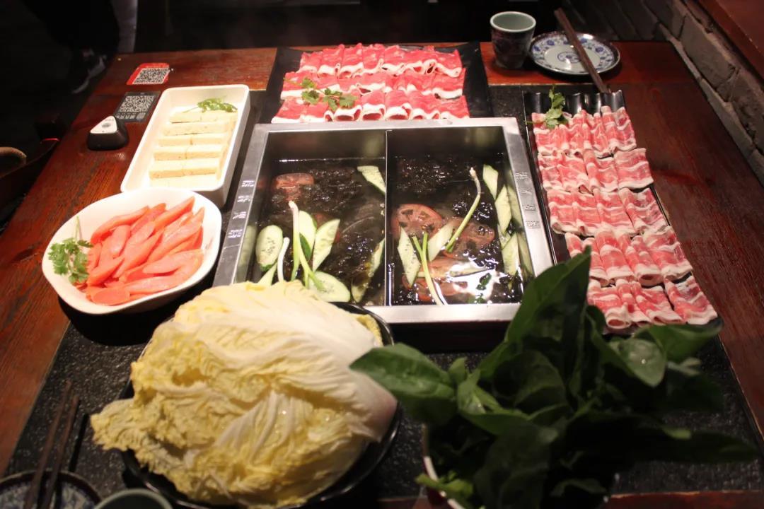 【3店通用】火锅巨头让你吃到爽!仅19.9元抢门市价135元「侯氏火锅」3-4人套餐=三鲜锅底1份+羊肉卷1份+肥牛1份+N!