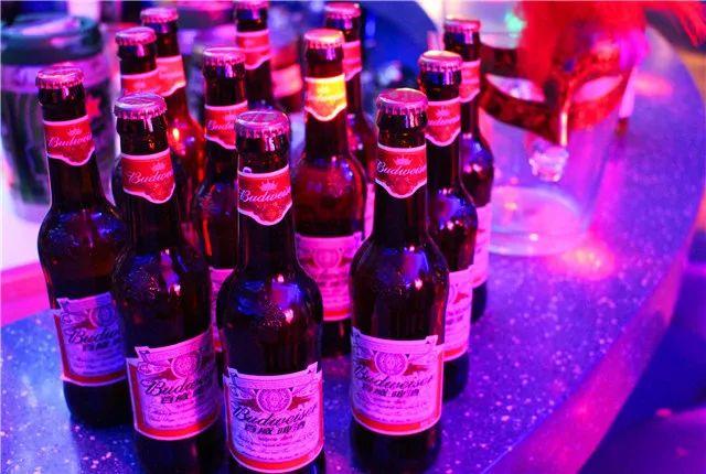 【春节可用丨小寨商圈】科幻的赛博朋克!惬意的微醺周末!¥58抢价值146「dbrood小酒窝」牛气冲天=非酷啤酒12瓶+鸡米花+馋猫豆干+凉拌黄瓜!