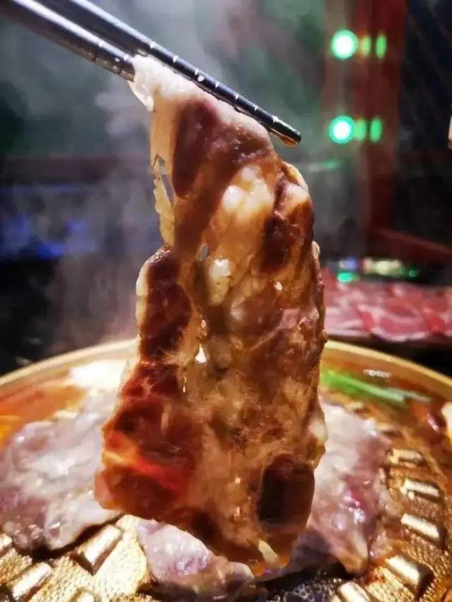 【三里庵】烤肉不放油!美味新吃法!仅¥89抢「小猪小牛」门市价278元套餐=黑牛五花肉+黑牛牛胸肉+伊比利亚梅肉等